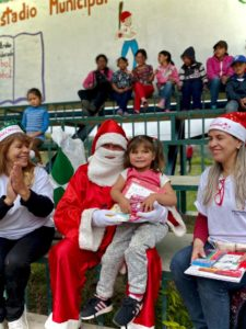 Kinder zu Weihnachten 2020 ein Lächeln schenken.